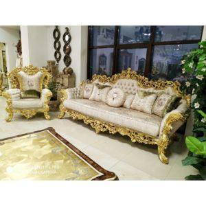 Гостиная: диван, стол и кресла